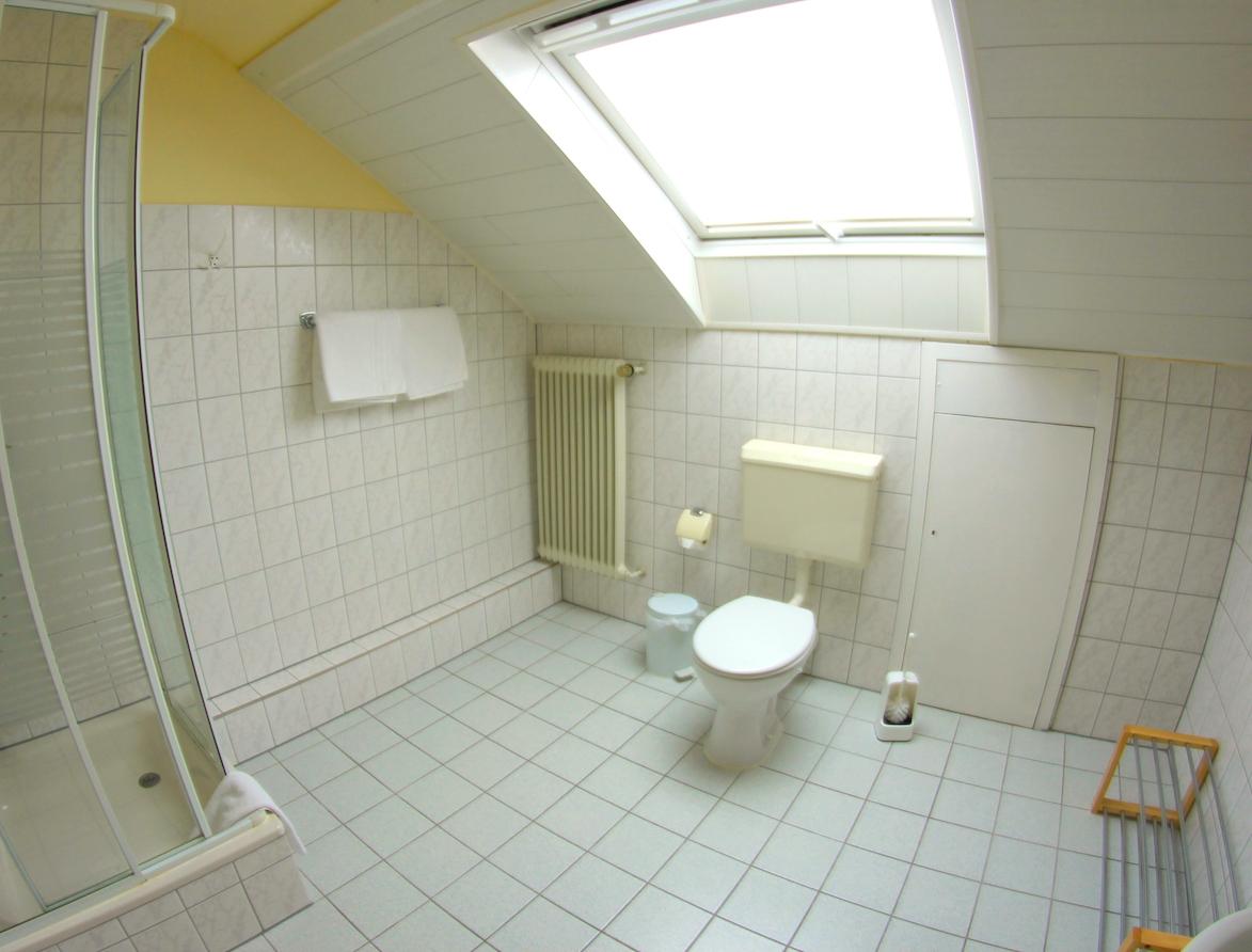 Familienzimmer - Bad mit Du/WC